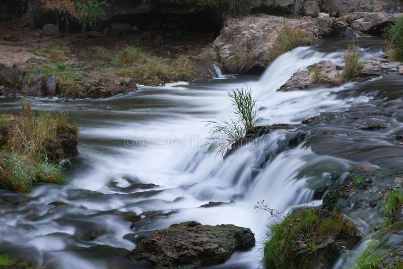 Cascade à écriture ligne par ligne de fleuve image libre de droits