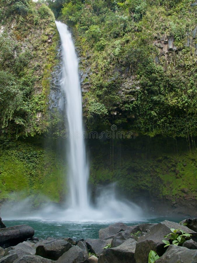 Cascade à écriture ligne par ligne de Fortuna de La, Costa Rica images stock