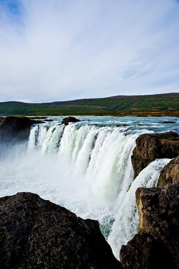 Cascade à écriture ligne par ligne de Godafoss en Islande photos stock