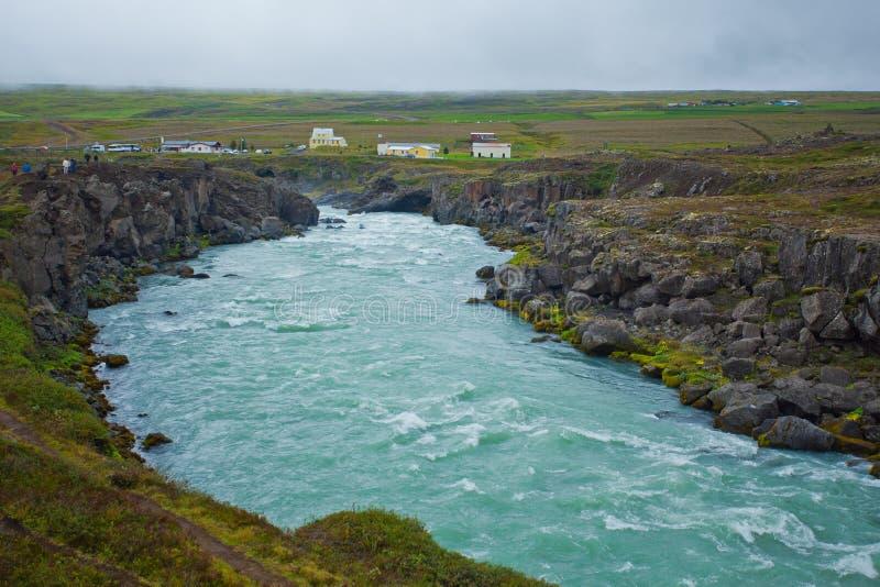 Cascade à écriture ligne par ligne de Godafoss en Islande nordique photographie stock libre de droits