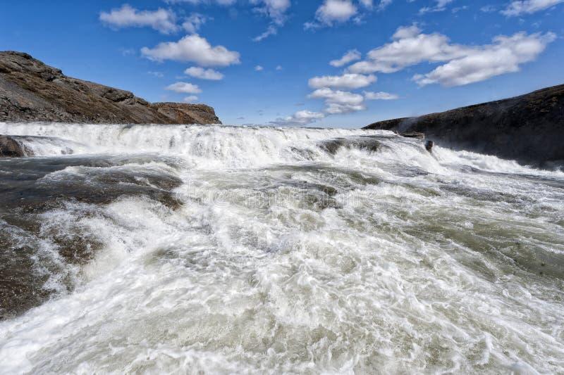 Cascade à écriture ligne par ligne de Gulfoss en Islande photos stock