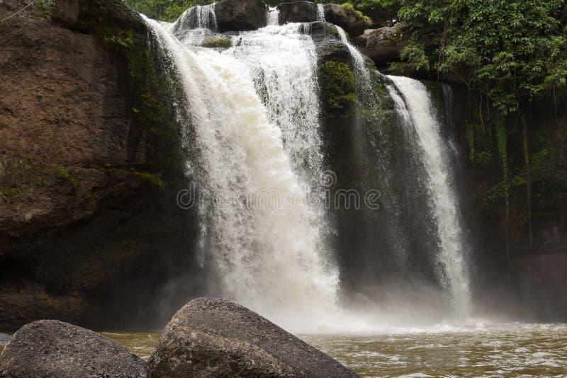 Cascade à écriture ligne par ligne de la Thaïlande photos stock