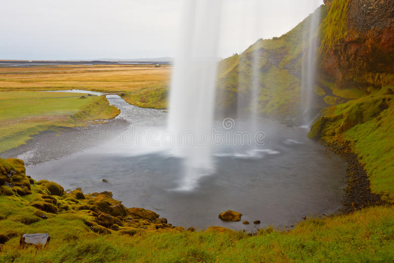 Cascade à écriture ligne par ligne de Seljalandfoss, Islande photo stock