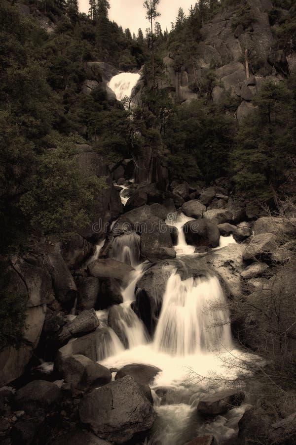 Cascade à écriture ligne par ligne de Yosemite photos stock