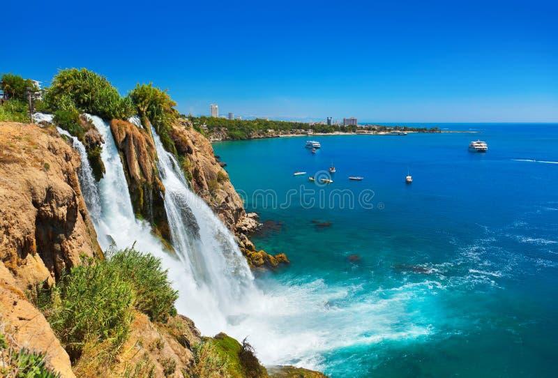 Cascade à écriture ligne par ligne Duden à Antalya, Turquie image stock