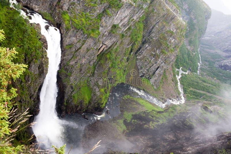 Cascade à écriture ligne par ligne Voringfossen, Norvège photographie stock libre de droits
