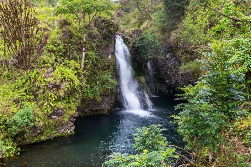 Cascade à écriture ligne par ligne sur Hawaï photos stock
