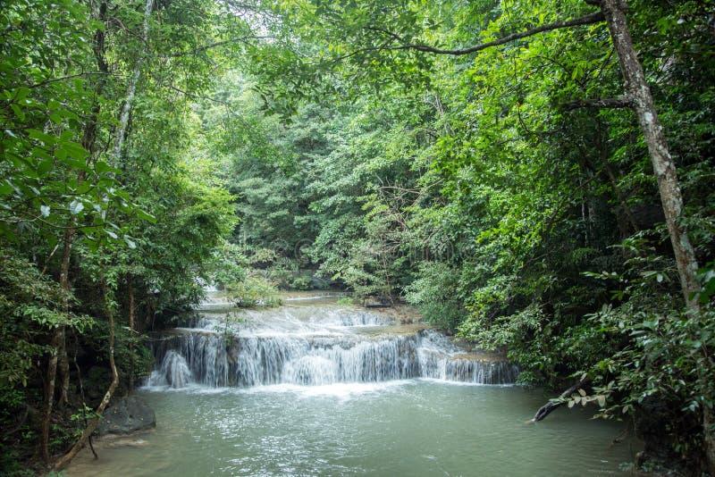 Cascade beautyful de paysage naturelle chez la Thaïlande images stock