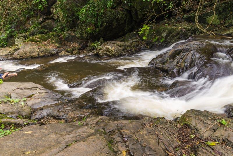 Cascade belle dans l'asi du sud-est de l'Asie de province de kanchanaburi photo stock
