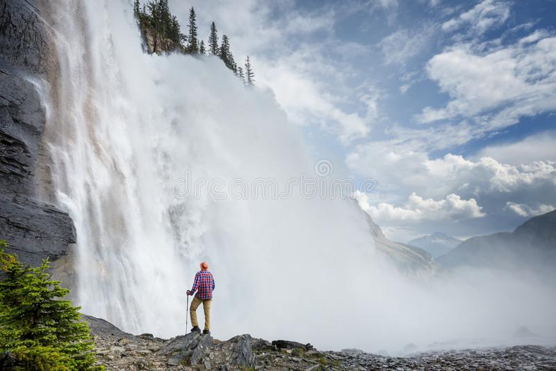 Cascade ? ?criture ligne par ligne au Canada image libre de droits