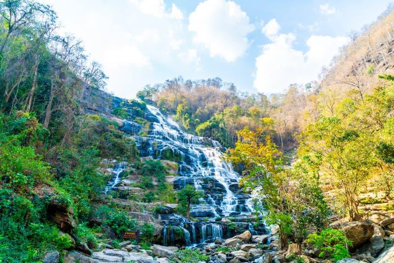 Cascade ? ?criture ligne par ligne de Mae Ya dans Chiang Mai, Tha?lande images libres de droits