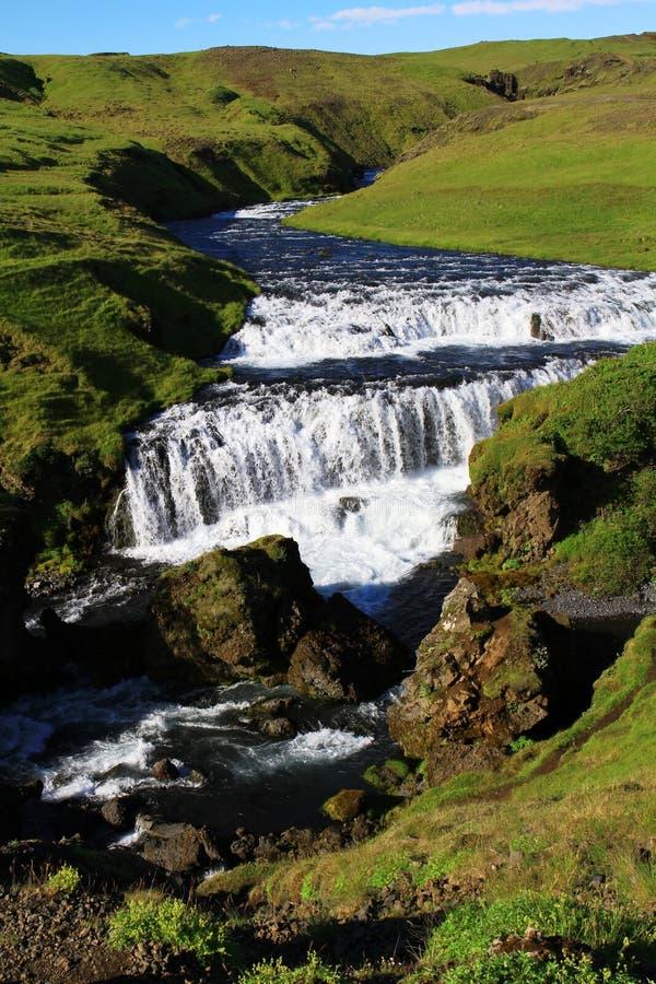 Cascade ? ?criture ligne par ligne de Skogafoss, Islande image stock
