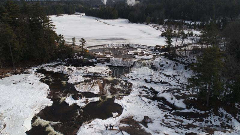 Cascade d'Adirondack en hiver photographie stock libre de droits