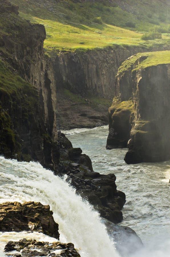 Cascade d'or d'automnes de Gullfoss dans le canyon de la rivière de Hvita photo libre de droits