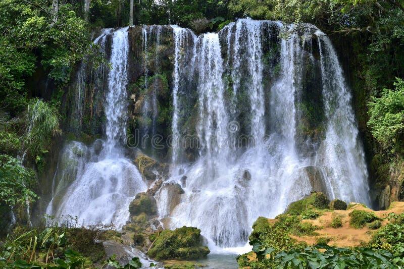 Cascade d'EL Nicho en montagnes de Scambray Province de Cienfuegos, Cuba photo libre de droits