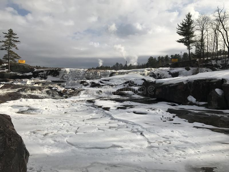 Cascade d'hiver photos stock