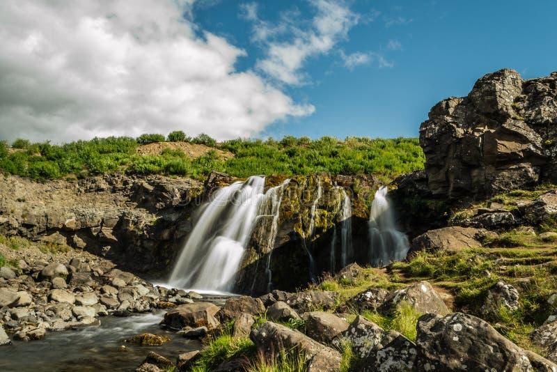 Cascade dans Hvalfjord Islande photo stock