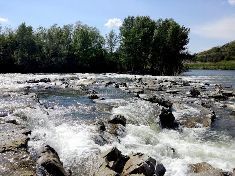 Cascade dans le fleuve Arno, Fiesole, girone de l'Italie - IL photographie stock libre de droits