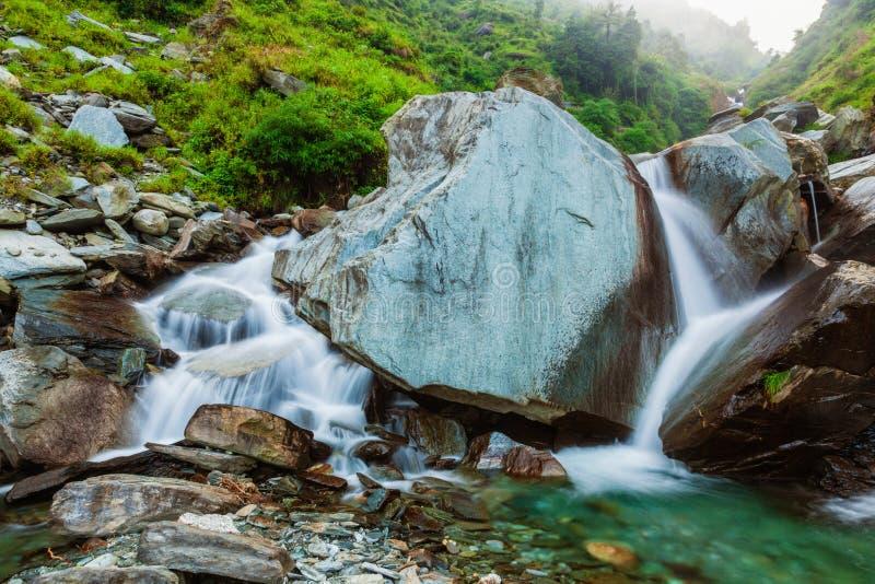 Cascade de Bhagsu Bhagsu, Himachal Pradesh, Inde image libre de droits