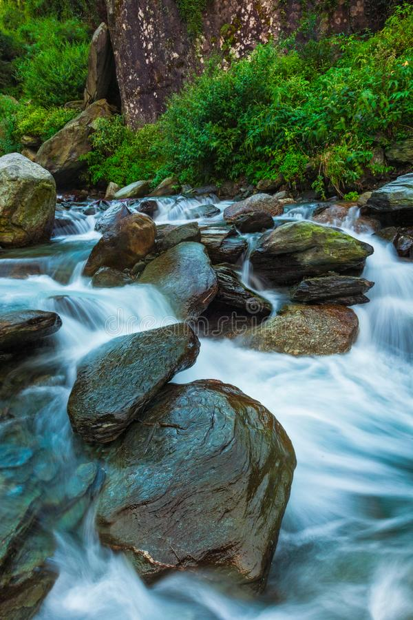 Cascade de Bhagsu Bhagsu, Himachal Pradesh, Inde images stock