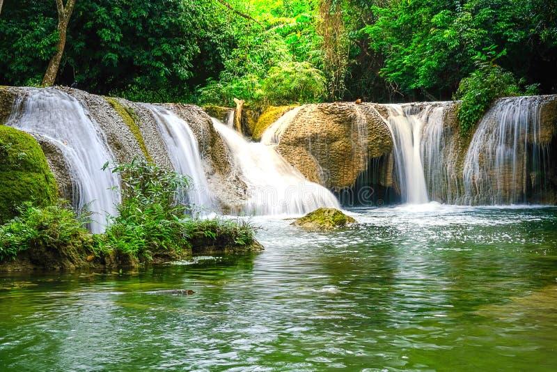 Cascade de Chet Sao Noi en parc national Tha?lande de Khao Yai image libre de droits