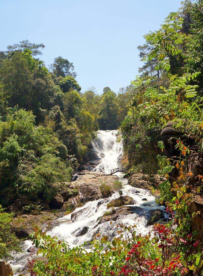 Cascade de Datanla. Lat du DA. Le Vietnam. En mars 2013. photo stock