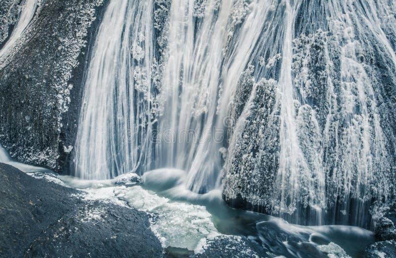 Download Cascade De Glace Dans La Saison D'hiver Photo stock - Image du circuler, mouvement: 87701538
