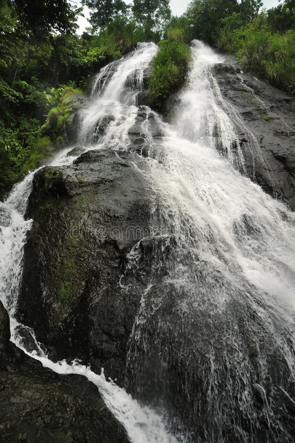 Cascade de glissière, également connue sous le nom d'EL Tobogan de Catarata, tumles vers le bas dans le fresque de Viento, Costa  image stock