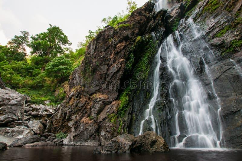 Cascade de LAN de Khlong de parc naturel, Thaïlande photo libre de droits