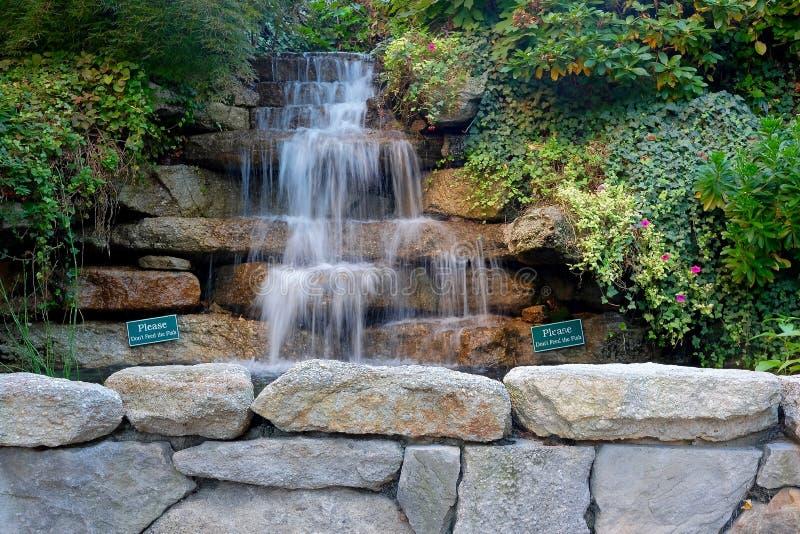 Cascade de niveau multi de jardin photo libre de droits