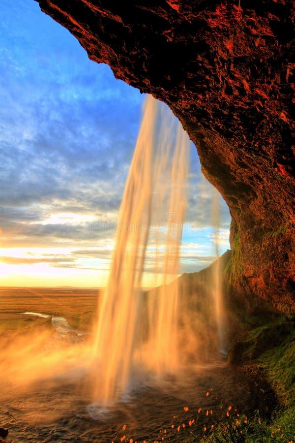 Cascade de Seljalandfoss au coucher du soleil, Islande photographie stock libre de droits