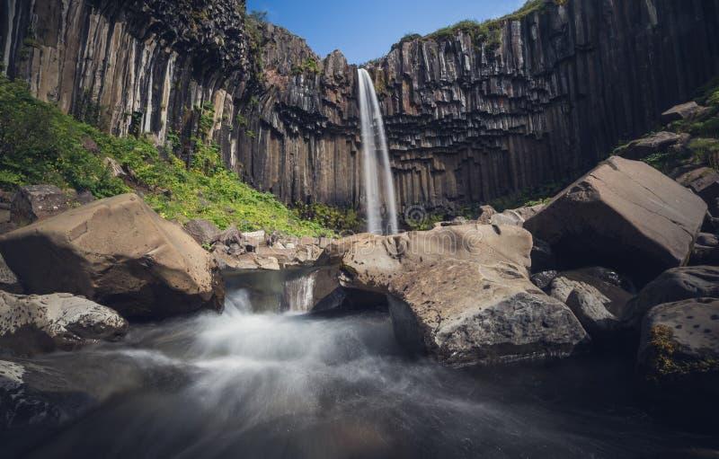 Cascade de Svartifoss en Islande photos stock
