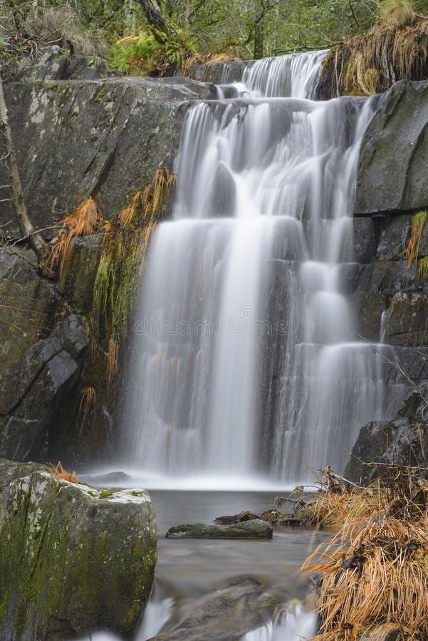 Cascade en automne à Las Hurdes, Estrémadure photographie stock libre de droits
