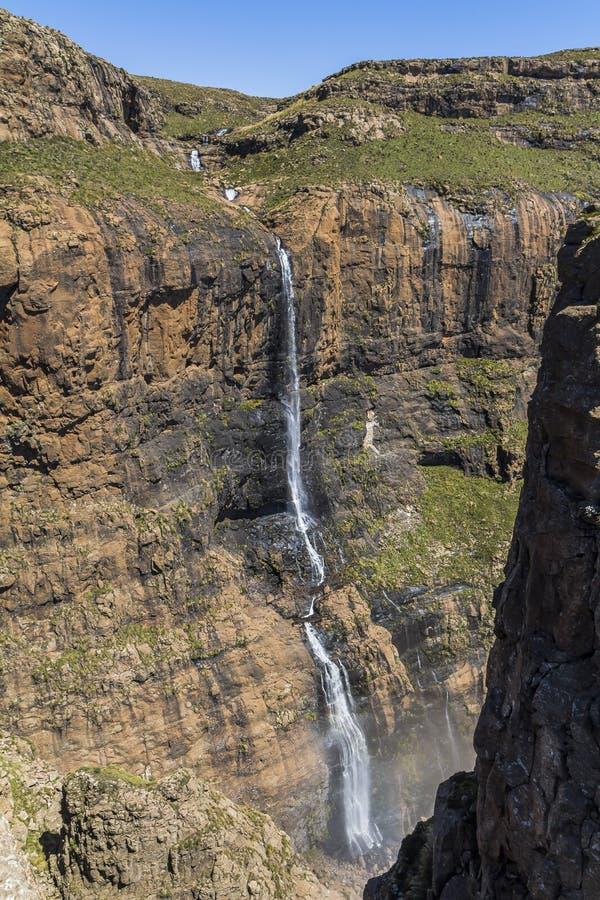 Cascade en haut de hausse de sentinelle, Drakensberge, Afrique du Sud photos libres de droits
