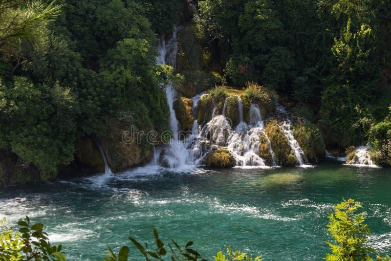 Cascade et un étang au parc national de Krka photo libre de droits