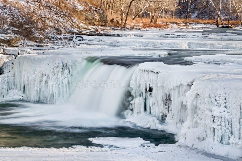 Cascade hivernale photos libres de droits