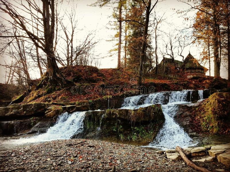 Cascade idyllique photos stock