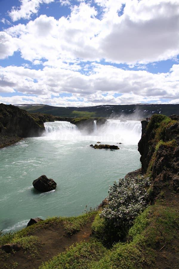Cascade islandaise en été photographie stock libre de droits