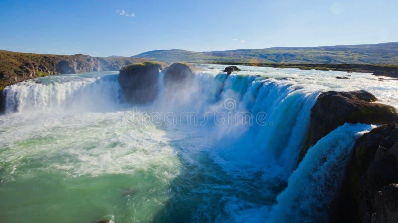 Cascade islandaise en Islande, Godafoss, belle vue vibrante de photo de panorama d'été images stock