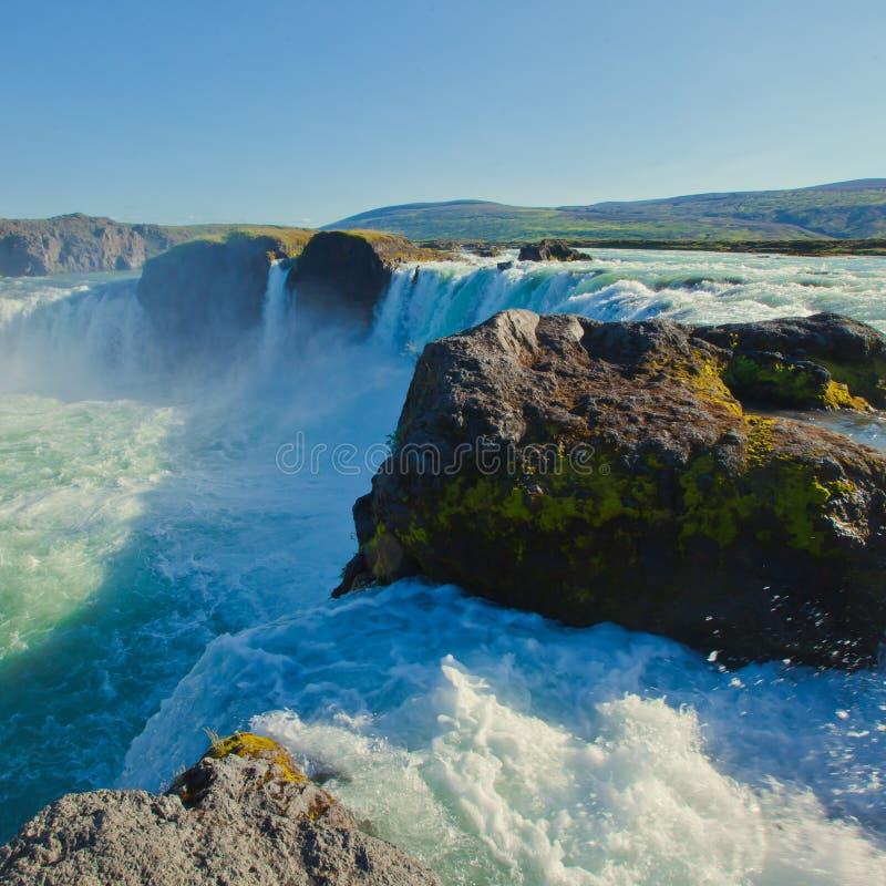 Cascade islandaise en Islande, Godafoss, belle vue vibrante de photo de panorama d'été photographie stock