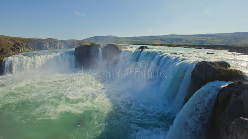 Cascade islandaise en Islande, Godafoss, belle vue vibrante de photo de panorama d'été photo stock