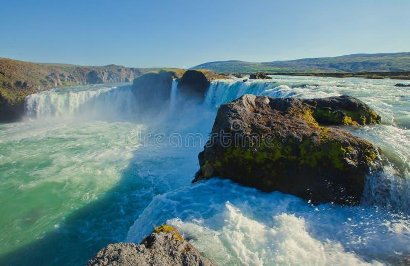 Cascade islandaise en Islande, Godafoss, belle vue vibrante de photo de panorama d'été image stock