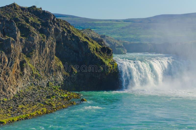 Cascade islandaise en Islande, Godafoss, belle vue vibrante de photo de panorama d'été photos libres de droits