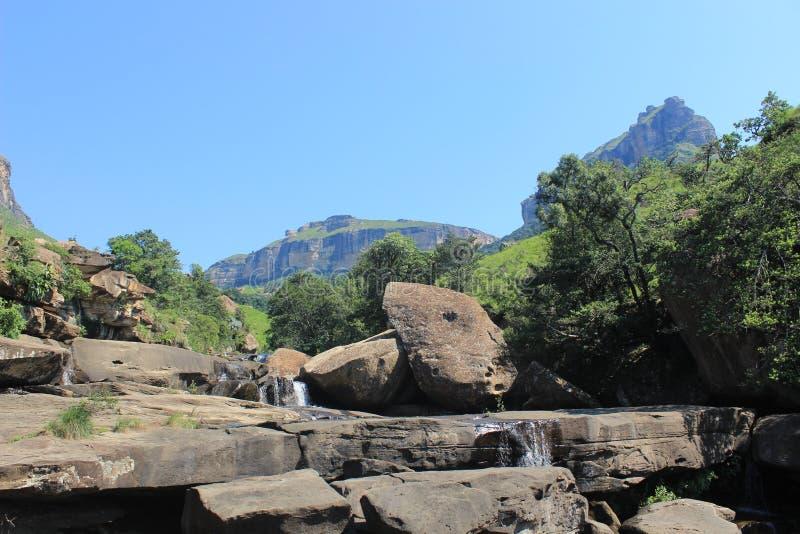 Cascade la cascade en parc national natal royal, Afrique du Sud images stock