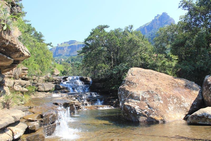Cascade la cascade en parc national natal royal, Afrique du Sud photo stock