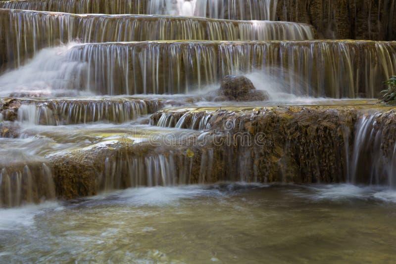 Cascade multiple de couche en parc national tropical de forêt tropicale photo libre de droits