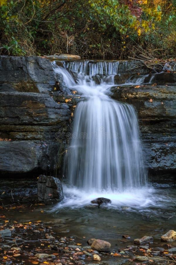 Cascade naturelle 1 de barrage image stock