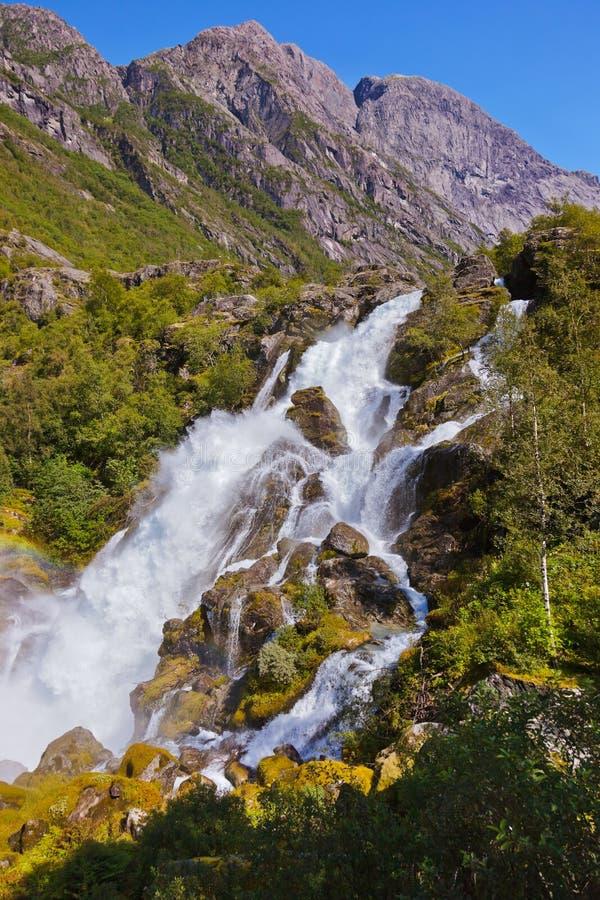 Cascade près de glacier de Briksdal - Norvège photo stock