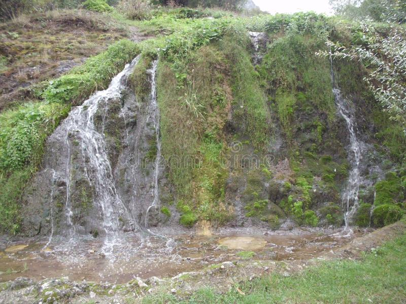 Cascade près du monastère Serbie photographie stock libre de droits
