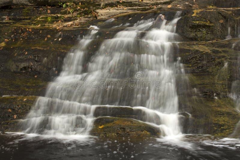 Cascade principale chez Kent Falls State Park dans le Connecticut occidental photo stock